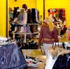 Магазины одежды и обуви в Красном